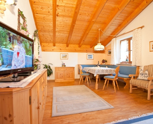 Ferienwohnung Alpenwelt Wetterstein-Wohnzimmer