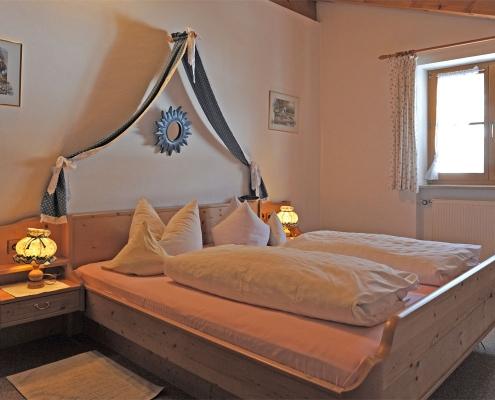 Ferienwohnung Alpenwelt Wetterstein-Schlafzimmer
