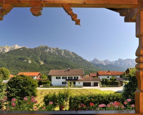 Ferienwohnung Alpenwelt Balkonblick ins Karwendel