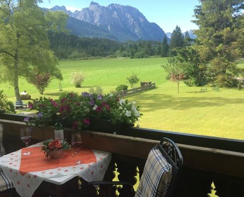 Ferienwohnung Alpenblick - Panoramablick von Balkon im Sommer