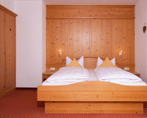 Ferienwohnung Alpenblick Schlafzimmer Barmsee
