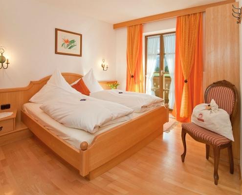 Ferienwohnung Zum Baur - FeWo 3 - Zugspitzblick - Schlafzimmer