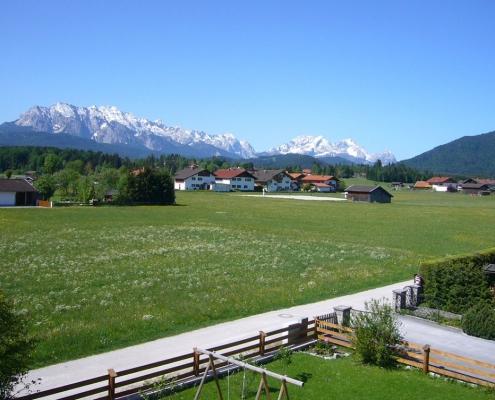 Gästehaus -Bayern - Ferienwohnung Esterberg Panoramablick vom Balkon ins Karwendel