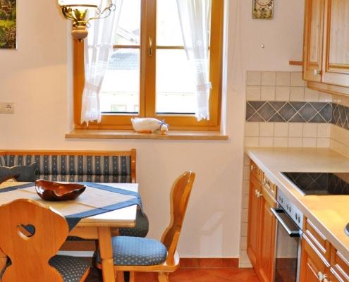 Ferienwohnung Christina Esstisch & Küchenzeile