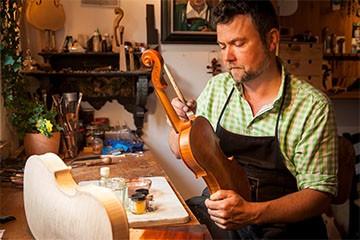 Der Geigenbauer Anton Sprenger aus Mittenwald