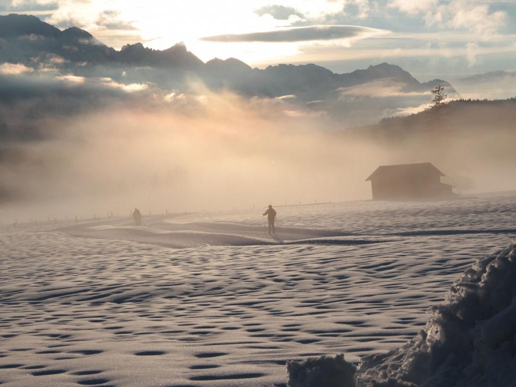 Langlaufloipen bei Sonnenuntergang