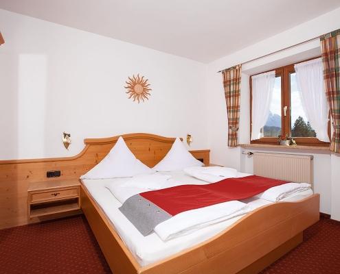 Ferienwohnung Alpenblick Lautersee Schlafzimmer