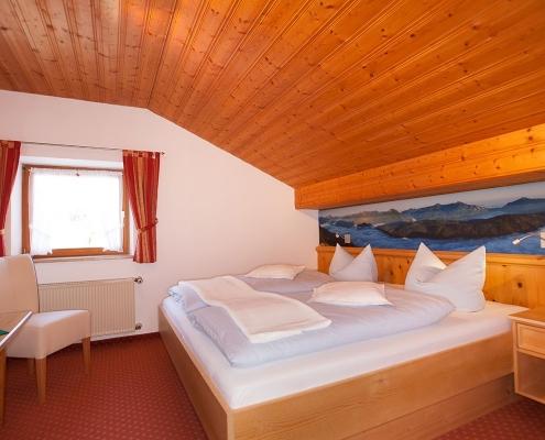 Ferienwohnung Alpenblick Schlafzimmer Walchensee