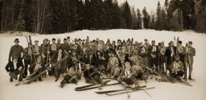 NostalSki 2019 - Alpenwelt Karwendel - Gruppenfoto der Athleten