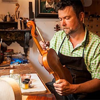 traditioneller Geigenbau bei Anton Sprenger in Mittenwald - Bayerische Landesausstellung 2018