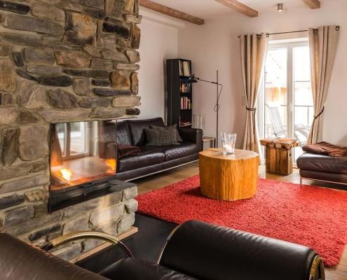 Ferienhaus Alpenblicke Wohnzimmer mit Kamin