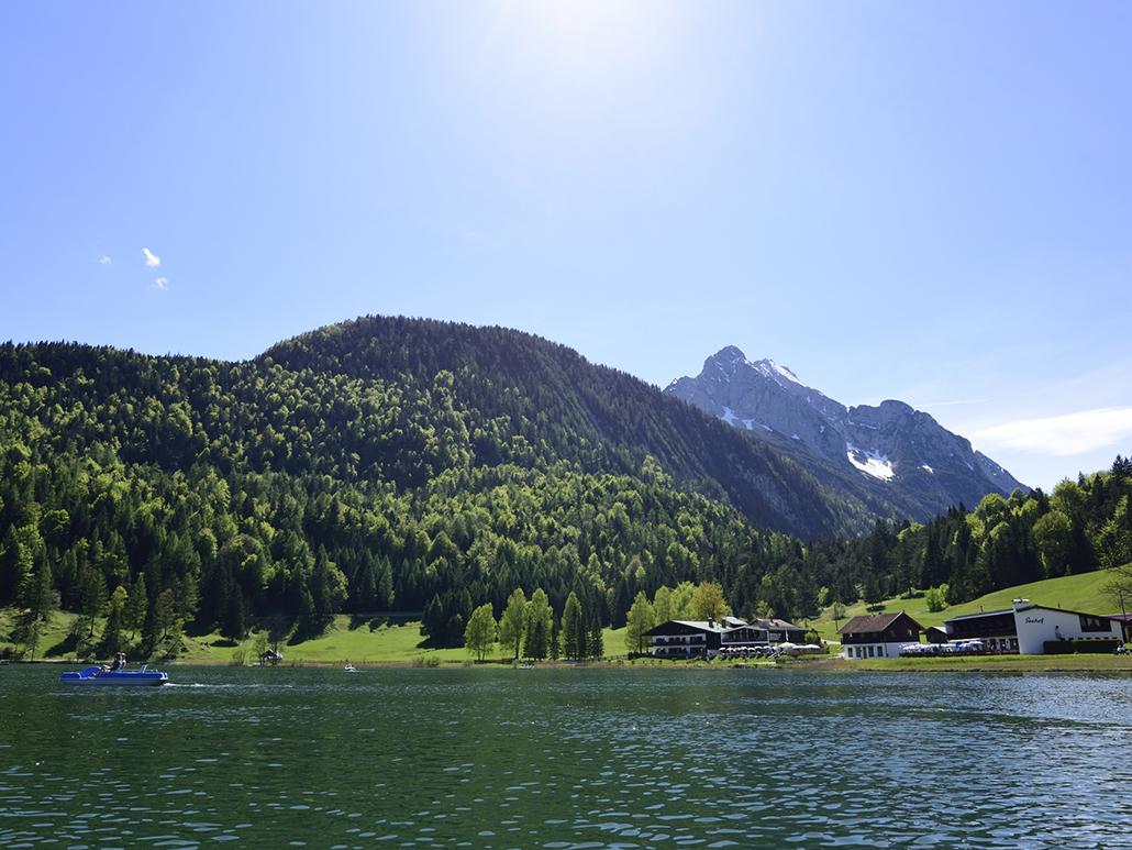 Sommer am Lautersee bei Mittenwald in der Alpenwelt Karwendel