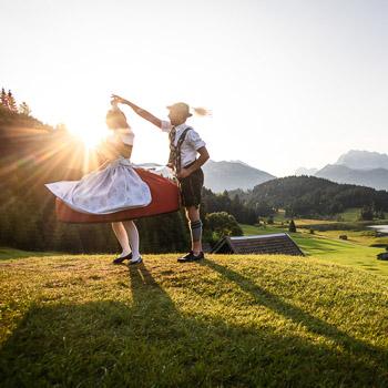 Dirndl und Lederhosen - Brauchtum im Karwendel