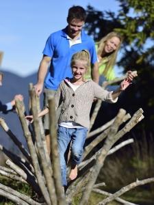 Der Kranzberg in Mittenwald mit Barfußwanderweg für Familienausflüge