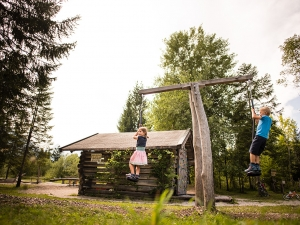 Wallgau mit Naturspielplatz ist ideal für den Familienurlaub