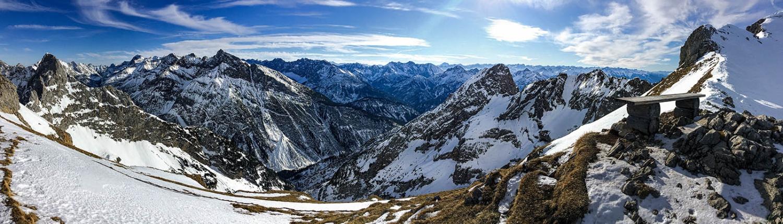 Panoramablick ins österreichische Karwendelgebirge