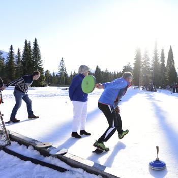 Eisstockschießen auf den Natureisplätzen in Krün und Wallgau